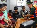 Tàu cá chìm trên biển, 8 người may mắn được ứng cứu
