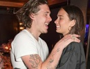 Brooklyn Beckham tươi tắn đưa bạn gái dự sự kiện