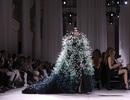 Con gái Cindy Crawford mặc váy như cây thông Noel