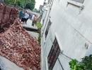 """Di dời 3 hộ dân sống sát ngôi nhà bị """"hố tử thần"""" nuốt chửng ở Hà Nội"""