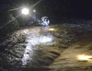 Người đàn ông may mắn thoát chết khi bị nước lũ cuốn trôi trong đêm