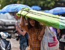 Sĩ tử đội mưa đi thi năng khiếu Trường ĐH Kiến trúc Hà Nội