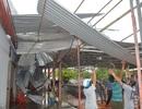 Gần chục người bị thương, nhiều ngôi nhà hư hại vì lốc xoáy