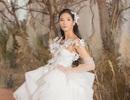Á hậu Hoàng Thùy lộng lẫy với váy cưới