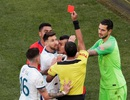 Messi tức giận với trọng tài sau khi nhận thẻ đỏ