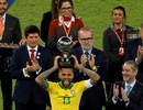 Dani Alves giành giải Cầu thủ xuất sắc nhất Copa America