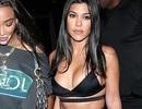 Kim Kardashian và chị gái đọ thân hình nảy lửa