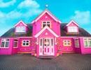 Dành 10 năm để biến ngôi nhà bình thường của mình thành một cung điện màu hồng với giá cho thuê 70 triệu đồng mỗi đêm