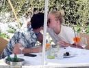 Sophie Turner tình tứ bên chồng mới cưới