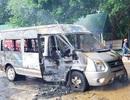 Khách vừa xuống hết thì chiếc xe bốc cháy ngùn ngụt