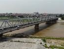 """Mặt cầu cửa ngõ Hà Nội nham nhở """"sống trâu, ổ gà"""""""
