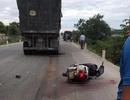 Bị cuốn vào gầm xe tải, cô giáo tử vong thương tâm