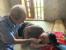 Nghẹn đắng cảnh ông bệnh tim chống gậy chăm bà ung thư