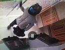 Đối tượng táo tợn cầm súng xông vào cướp ngân hàng