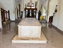 Ngôi mộ nằm giữa phòng khách trong căn biệt thự ở Bến Tre