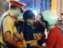 Hà Nội: Đang làm nhiệm vụ, CSGT bị người đàn ông cầm gạch đập trúng đầu