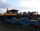Gần 300 cảnh sát vây bắt tàu cát tặc trên sông