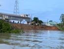 Hàng chục mét đường quốc lộ đổ ụp xuống Sông Hậu