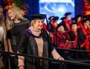 """Cụ bà nhận bằng thạc sĩ ở tuổi 90: Không có từ """"không thể"""" trong từ điển"""