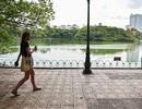 Bờ Hồ Gươm được dựng rào sắt, đặt biển cảnh báo sụt lún