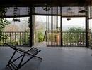 """Căn nhà gỗ ở Hòa Bình dốc 30 độ duyên dáng bên hồ """"mê hoặc"""" báo Tây"""