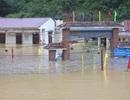 Mưa lớn, nước ngập toàn bộ ngôi trường giữa thị trấn Si Ma Cai