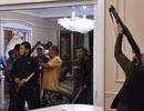 Đặc nhiệm mang đạn cao su đột kích nhà cựu Tổng thống Kyrgyzstan, bị chống trả bằng đạn thật