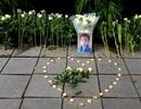 Người dân xúc động đặt hoa trắng, tưởng niệm bé trai tử vong thương tâm tại trường Gateway