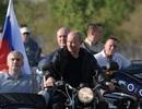 Ông Putin diện áo da, cưỡi xe máy phân khối lớn ở Crimea