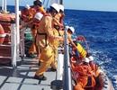 Cứu tàu cá cùng 6 ngư dân bị chìm ở gần Quần đảo Hoàng Sa