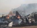 """Đang cháy dữ dội trong khu công nghiệp, hàng trăm chiến sĩ vật lộn với """"bà hỏa"""""""