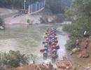 Lật bè làm nhiều người rơi xuống sông, 3 người mất tích
