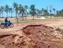Lũ tàn phá nhiều tuyến đường, ổ voi ổ gà chực chờ bẫy người