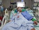 Mẹ già cạn nước mắt ngày ngày dõi tin con điều trị đột quỵ ở xứ Đài