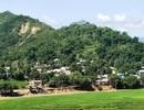 Đỉnh đồi nứt đôi, đe dọa vùi lấp hơn 40 nhà dân