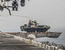 """Nguyên nhân Mỹ bất ngờ """"xích"""" xe thiết giáp lên boong tàu chiến ở vùng Vịnh"""