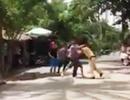 Tạm giữ 2 người tấn công cảnh sát giao thông