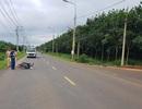 Bị dừng xe vì không đội mũ bảo hiểm, người đàn ông tông thằng vào CSGT