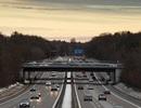 Cậu bé 8 tuổi lái xe của mẹ chạy 145 km/h trên đường cao tốc