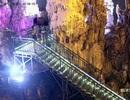 Khách Trung Quốc phá hoại, bẻ thạch nhũ hàng trăm triệu năm về làm quà