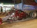 Ô tô con nát bét dưới gầm xe tải, gia đình 4 người thoát chết thần kỳ