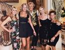 Nam ca sĩ gây sửng sốt khi chụp hình vui vẻ cùng... bốn bà vợ