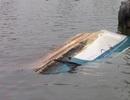 Camera ghi lại thời khắc sà lan 2.000 tấn tông chìm ca nô trên sông Sài Gòn