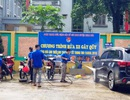 Nam thanh, nữ tú rửa xe gây quỹ mua quà Trung thu cho trẻ em nghèo