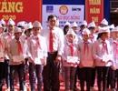 Tặng 50 triệu đồng tiền học bổng tới các em học sinh nghèo vượt khó vùng sơn cước