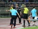 Trợ lý tuyển Thái Lan trợn mắt, chỉ tay với HLV Park Hang Seo