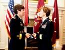 Cặp chị em gái đầu tiên trở thành tướng lục quân Mỹ
