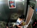 Thót tim: Người phụ nữ xém chết khi đang bước qua cửa thang máy thì thang đột ngột chuyển động