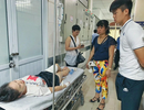 Trung vệ Duy Mạnh thăm nữ CĐV bị thương do pháo sáng
