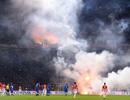 Sân Hàng Đẫy bị phạt 85 triệu đồng, bóng đá thế giới xử phạt pháo sáng như thế nào?